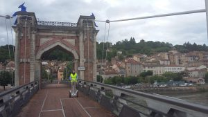 traversé de la Saône du pont piéton de Trévoux Ain France planning de balades